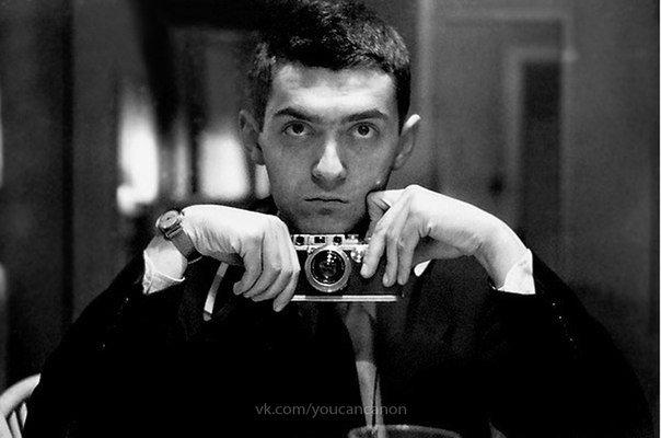 Знаменитые люди с фотоаппаратом в руках - №12