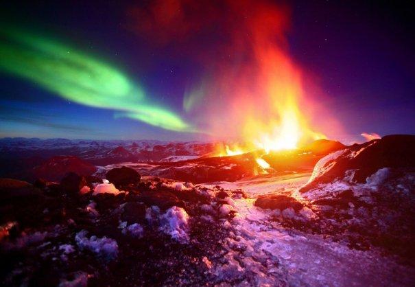 Извержение вулкана Фиммвердюхаульс, Исландия.