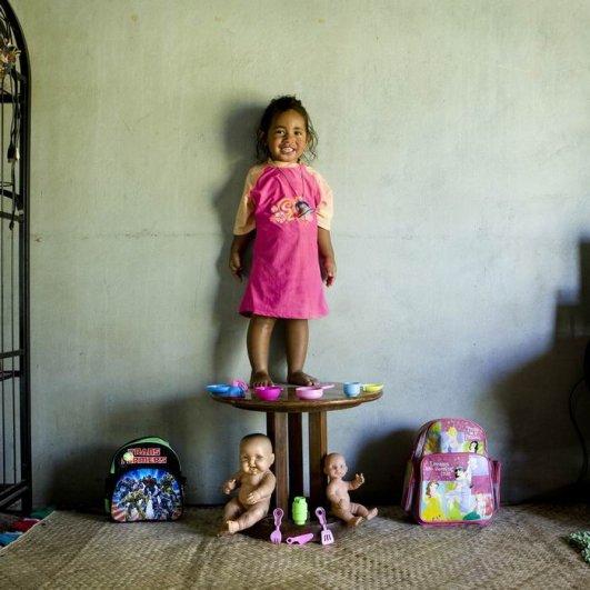 """Габриэле Галимберти. Фото проект """"Игрушечные истории"""" о детских радостях - №16"""