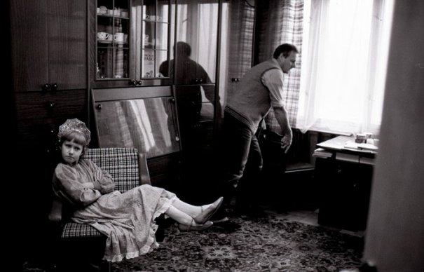 Анатолий Собчак с дочерью Ксюшей дома в Ленинграде    Автор: Л. Шерстенников
