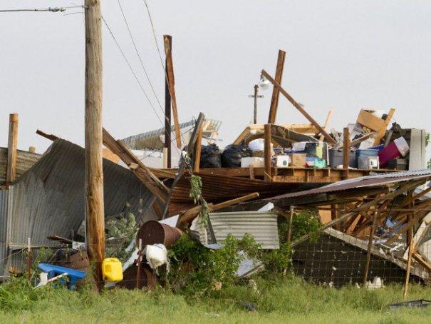 Новости в фотографиях - Ужасные последствия торнадо в Оклахоме, США - №1