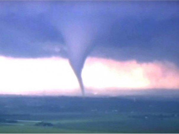 Новости в фотографиях - Ужасные последствия торнадо в Оклахоме, США - №2