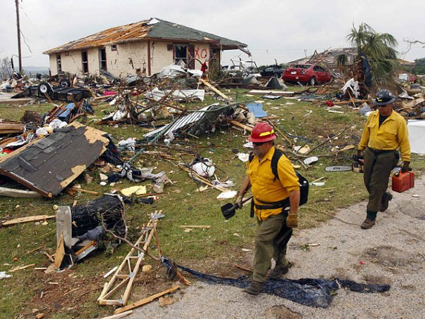 Новости в фотографиях - Ужасные последствия торнадо в Оклахоме, США - №4
