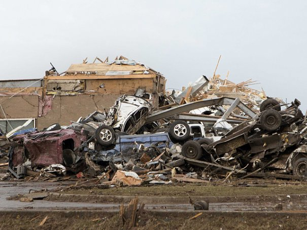 Новости в фотографиях - Ужасные последствия торнадо в Оклахоме, США - №5