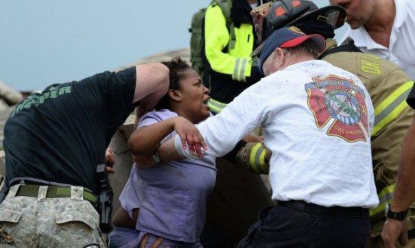 Новости в фотографиях - Ужасные последствия торнадо в Оклахоме, США - №6