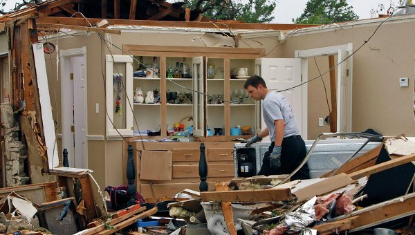 Новости в фотографиях - Ужасные последствия торнадо в Оклахоме, США - №7