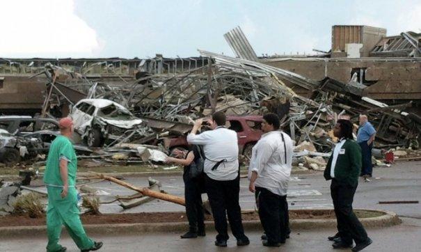 Новости в фотографиях - Ужасные последствия торнадо в Оклахоме, США - №8