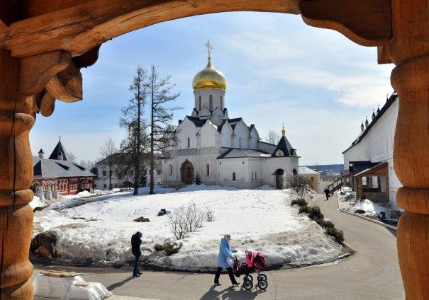 Лунов Анатолий (естественная рамка хороша, но контраст великоват; пересвет на снегу)
