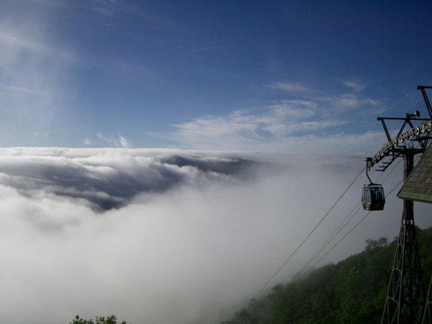 среди белых облаков
