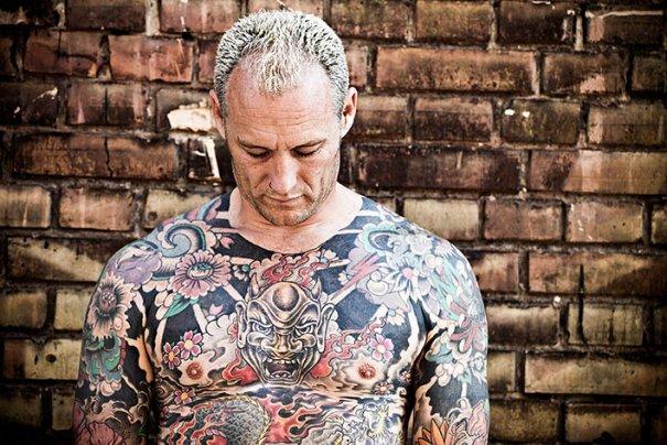 Мастер фотографии Dirk Behlau любит снимать красивые тату - №9