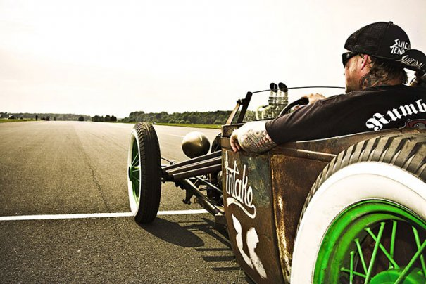 Мастер фотографии Dirk Behlau любит снимать красивые тату - №16