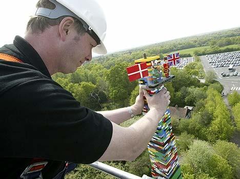 С помощью LEGO реально сделать многое, даже космический корабль - №16
