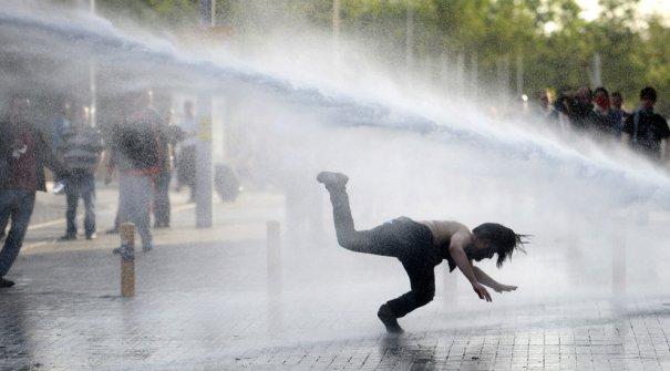 Новости в фотографиях - Массовые протесты в Турции - №9