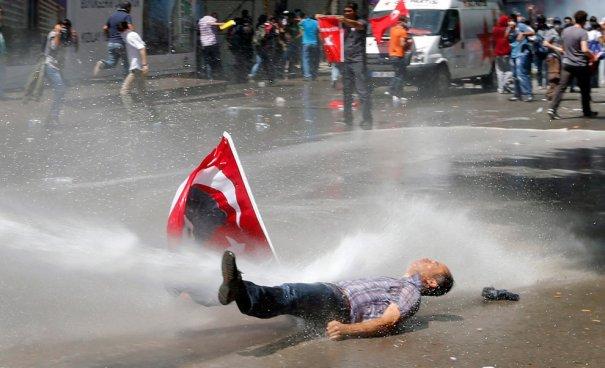 Новости в фотографиях - Массовые протесты в Турции - №10
