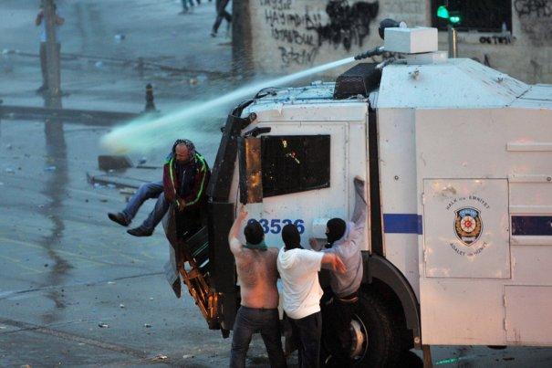 Новости в фотографиях - Массовые протесты в Турции - №11