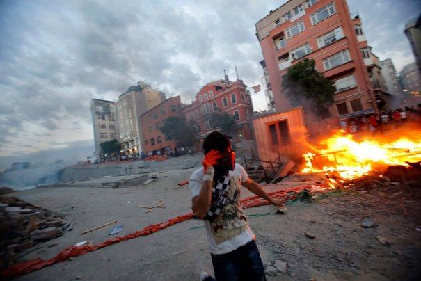 Новости в фотографиях - Массовые протесты в Турции - №13