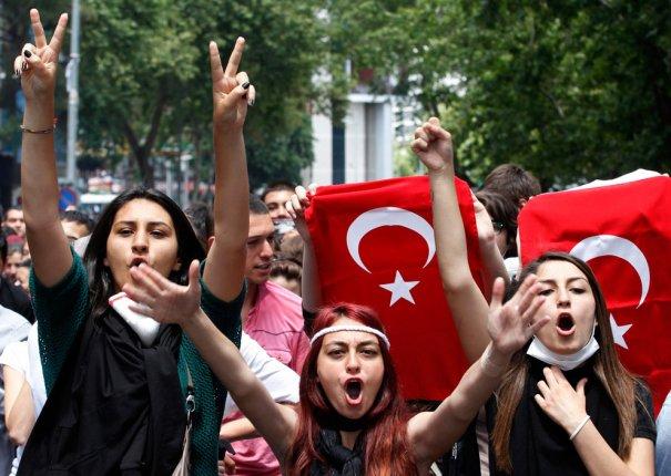Новости в фотографиях - Массовые протесты в Турции - №18