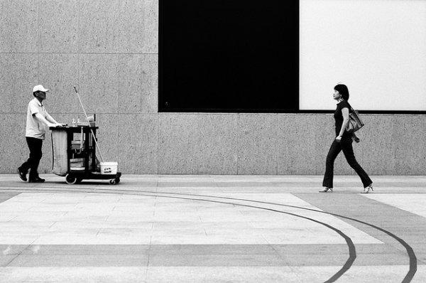 33 лучших примера черно-белых уличных фото - №19