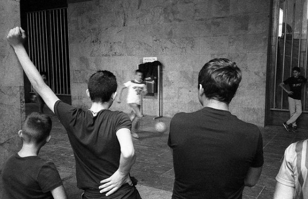 33 лучших примера черно-белых уличных фото - №20
