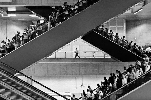 33 лучших примера черно-белых уличных фото - №22
