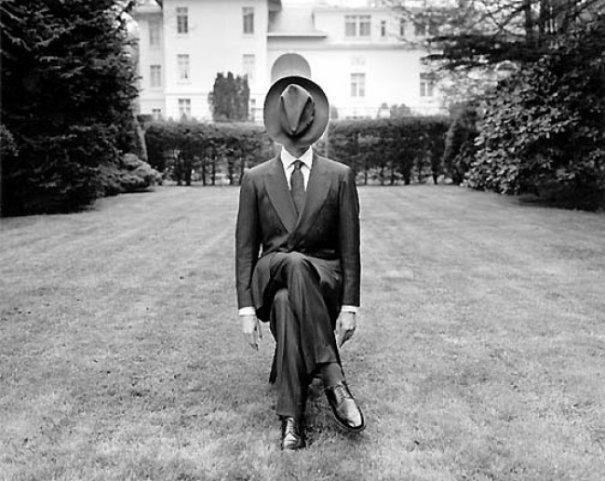 Изящная фото композиция, сюрреализм в черно-белой фотографии - №10