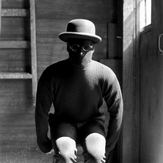 Изящная фото композиция, сюрреализм в черно-белой фотографии - №15