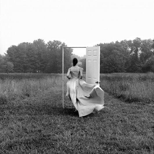 Изящная фото композиция, сюрреализм в черно-белой фотографии - №21
