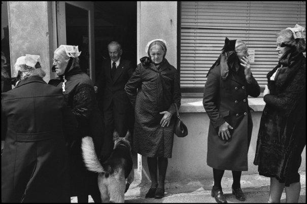 this day in history - Один яркий день из жизни острова Уэссан by Guy Le Querrec - №41
