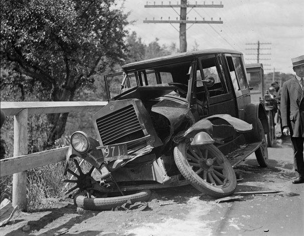 Фотографии самых первых авто аварий - №3