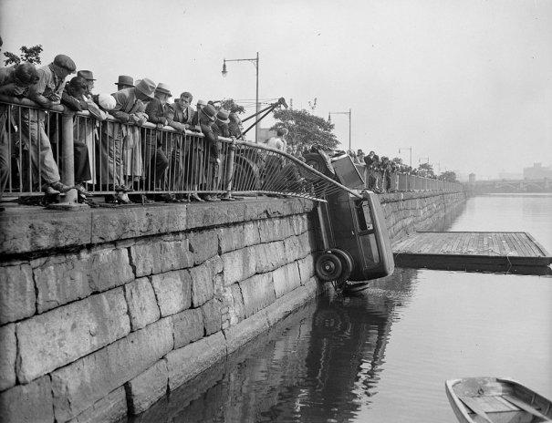 Фотографии самых первых авто аварий - №4
