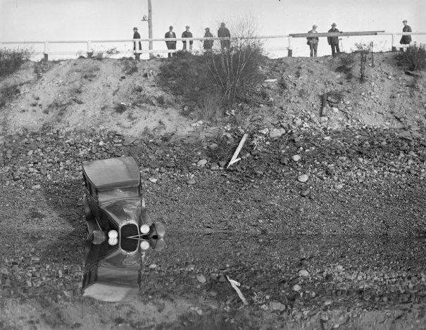 Фотографии самых первых авто аварий - №5