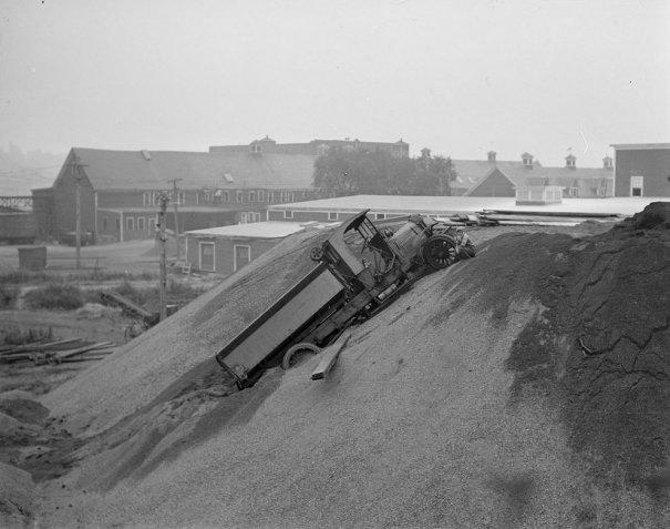 Фотографии самых первых авто аварий - №6