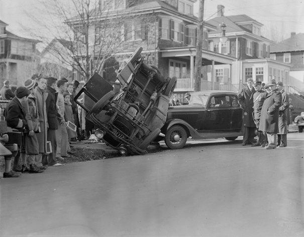 Фотографии самых первых авто аварий - №11