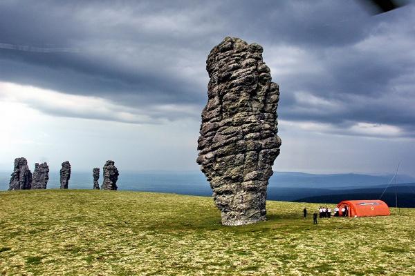 Захватывающий вид живописных больших скал - №7