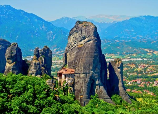 Захватывающий вид живописных больших скал - №9