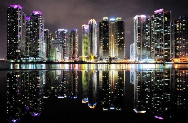 Естественная симметрия - лучшие зеркальные отображения города в воде - №1