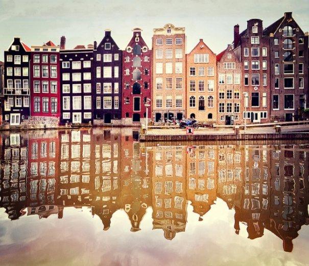 Естественная симметрия - лучшие зеркальные отображения города в воде - №2