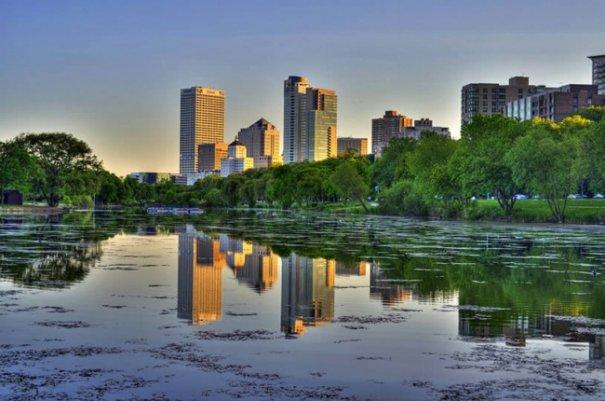 Естественная симметрия - лучшие зеркальные отображения города в воде - №4