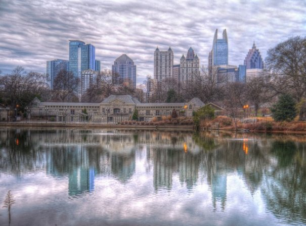 Естественная симметрия - лучшие зеркальные отображения города в воде - №6