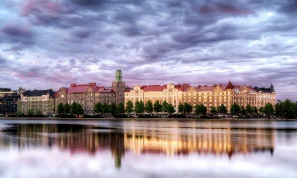 Естественная симметрия - лучшие зеркальные отображения города в воде - №9