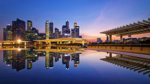 Естественная симметрия - лучшие зеркальные отображения города в воде - №11