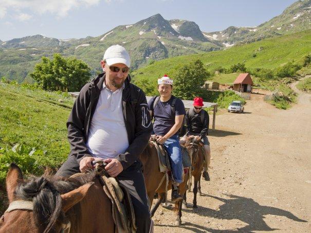Сев на лошадей, мы отправились в путь
