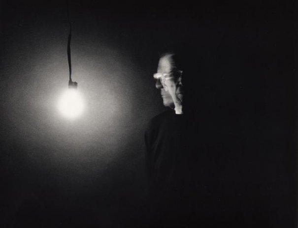 Автопортрет с лампой