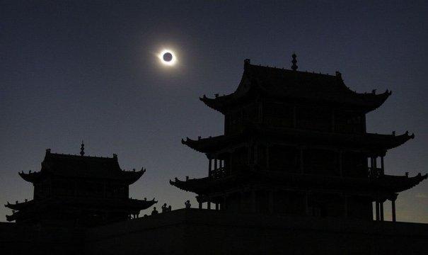 Красивейшие фото солнечного затмения - №3