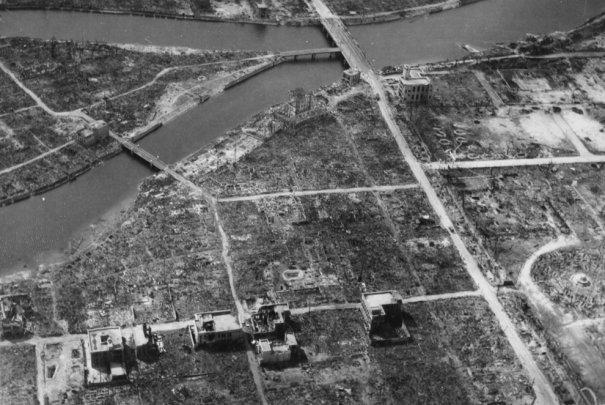 Новости в фотографиях - страшные кадры в память о Хиросиме - №10