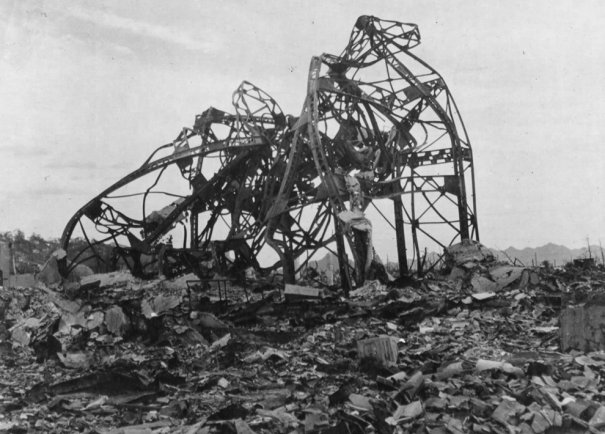 Новости в фотографиях - страшные кадры в память о Хиросиме - №18