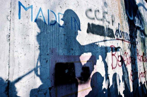 Новости в фотографиях - 17 редких кадров из истории Берлинской стены - №6