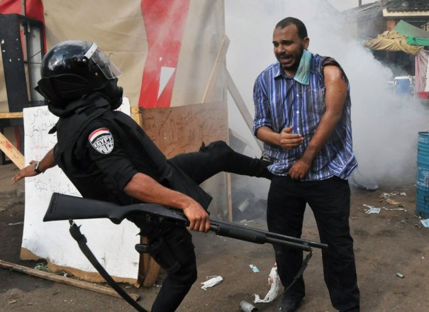 Новости в фотографиях - в Египте введено чрезвычайное положение - №8
