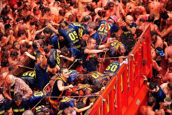 Новости в фотографиях - Самые яркие кадры фестиваля Томатина - №6