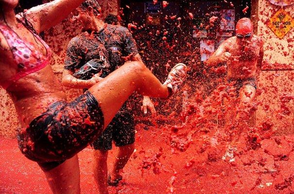 Новости в фотографиях - Самые яркие кадры фестиваля Томатина - №11